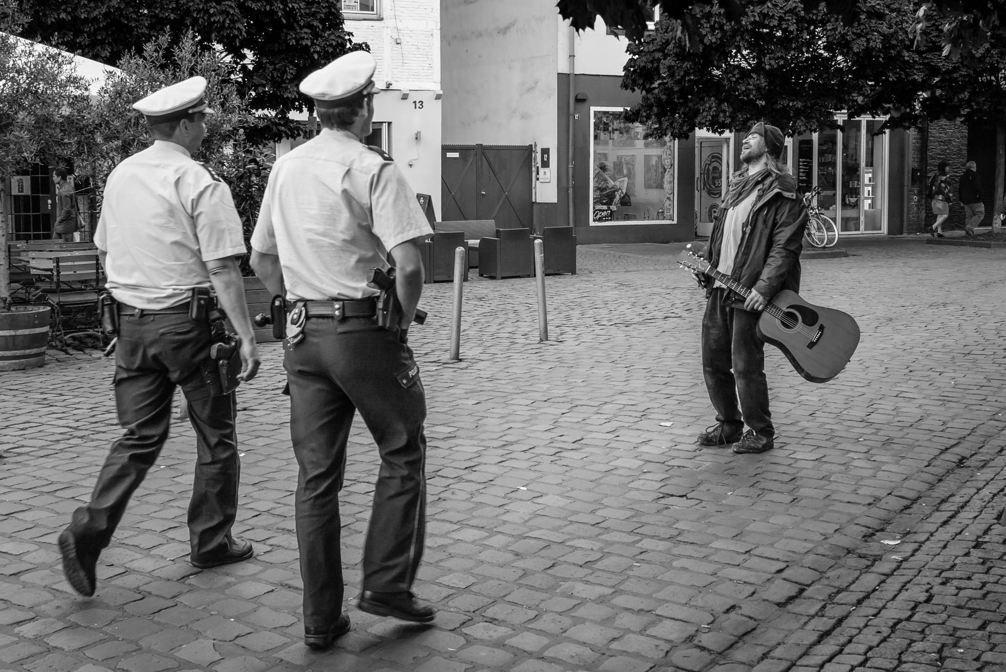 Düsseldorf Altstadt mit der Leica M und dem Summarit 35 Summarit